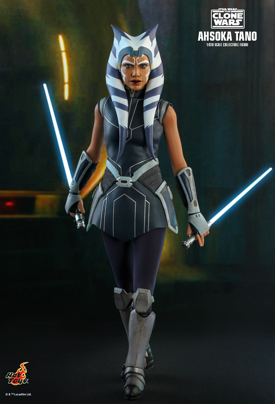 Star Wars: The Clone Wars Ahsoka Tano Hot Toys Figure